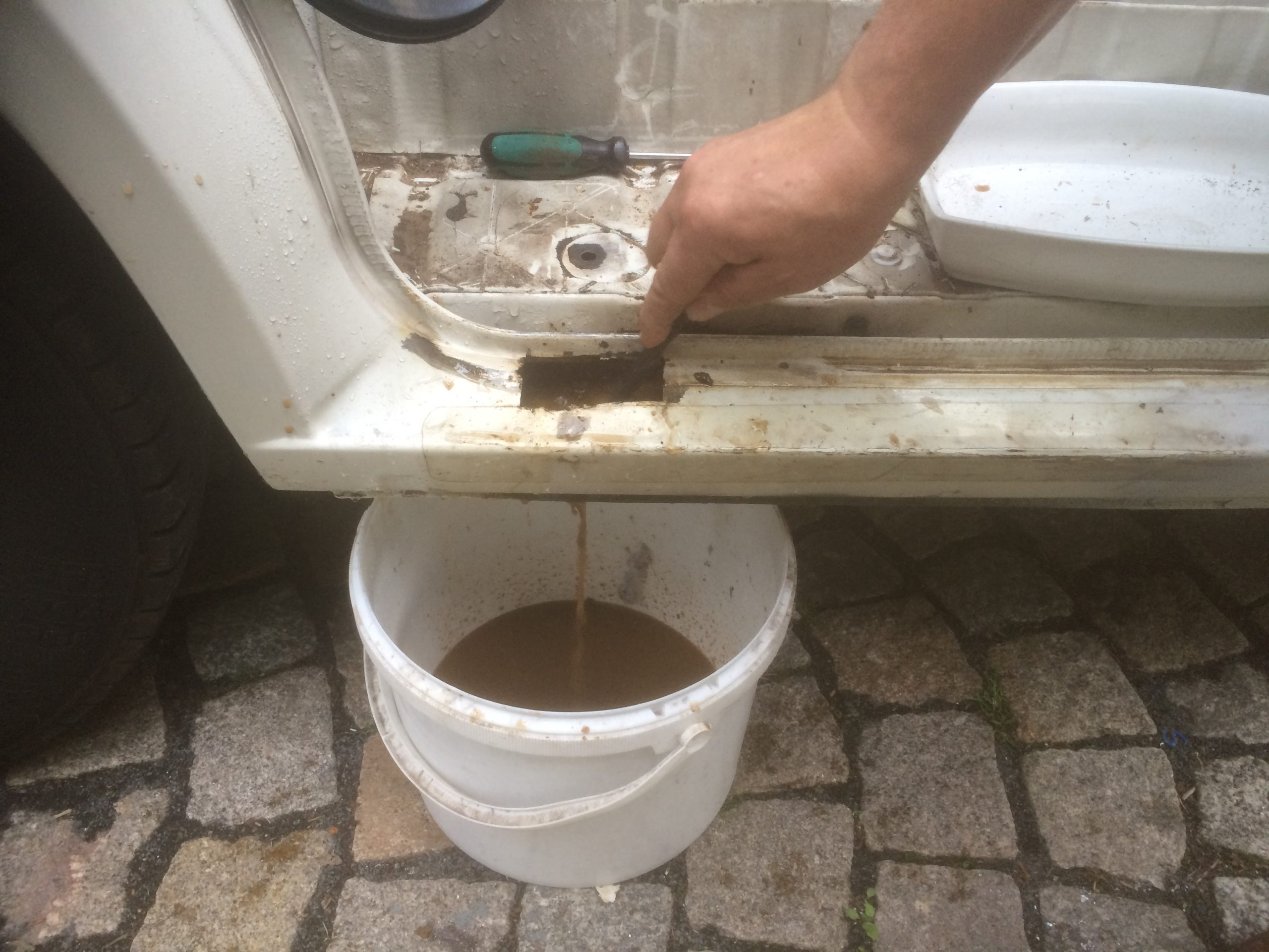 VW T4 Project – War against Rust – Battle V - Sill Part One - keeping it flowing