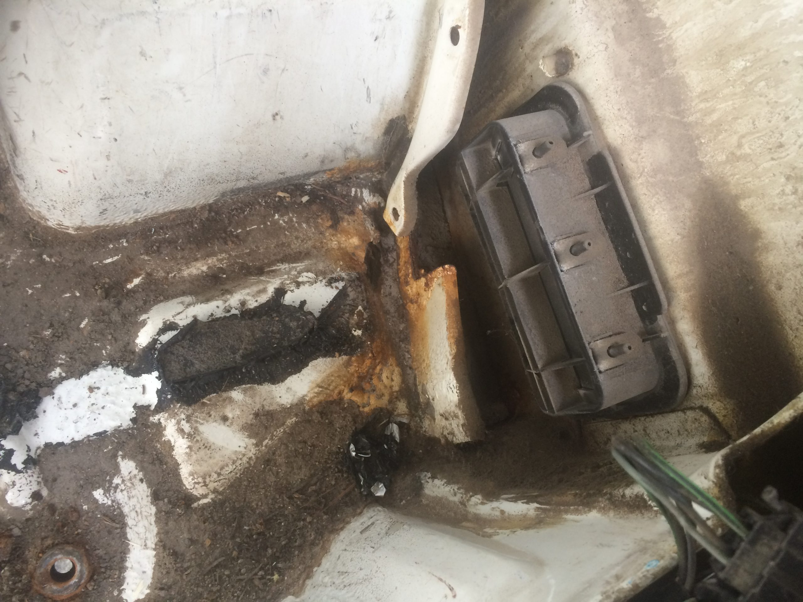 VW T4 Project – Interior construction - Removal of all Seats - a hole in the back right, one more place of welding trouble