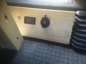 VW T4 Project – secondary battery - wooden constuction between front seats